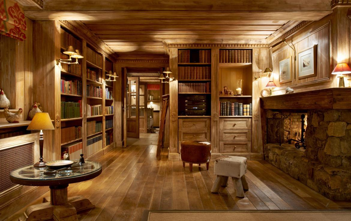 living-room-library-chalet-meribel