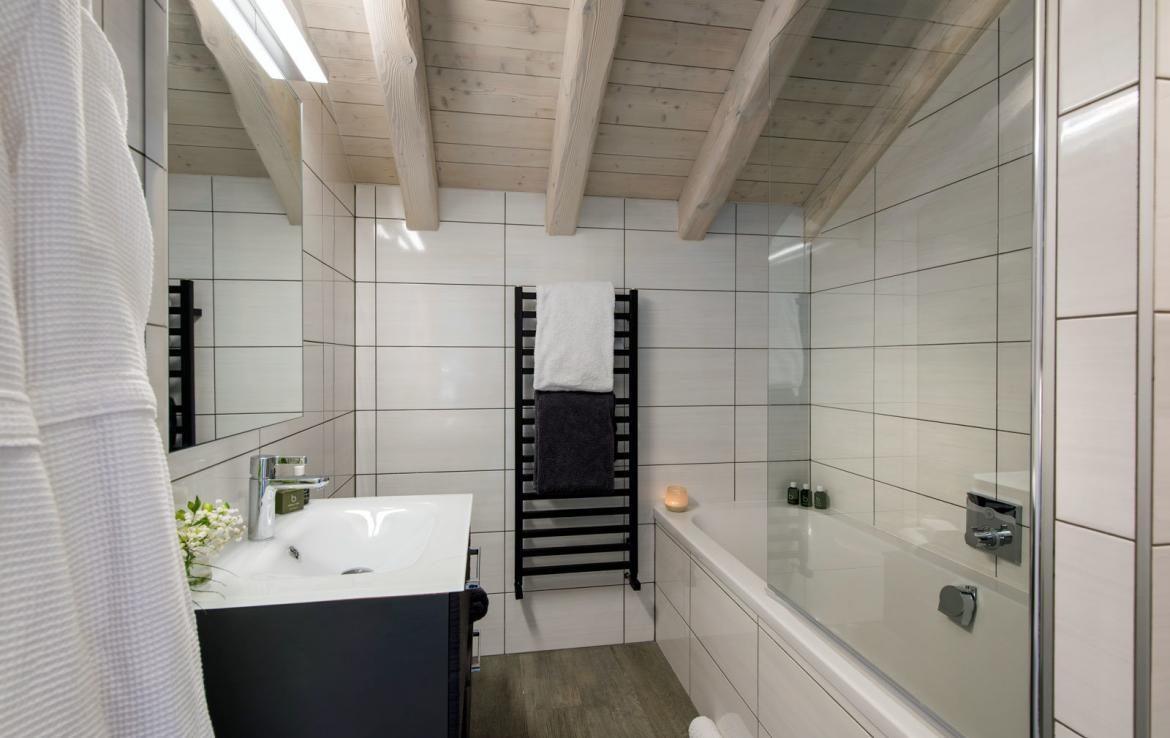 master-bathroom-meribel-chalets