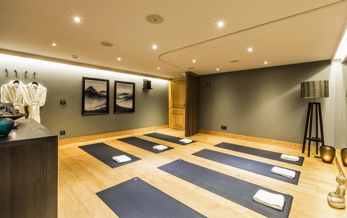 yoga-studio-in-private-chalet