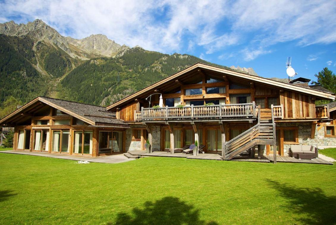 Kings-Avenue-Chamonix-Wifi-Hammam-Swimming-Pool-Childfriendly-Parking-Cinema-Kids-Playroom-Fireplace-Terrace-Private-park-Area-Chamonix-001-2
