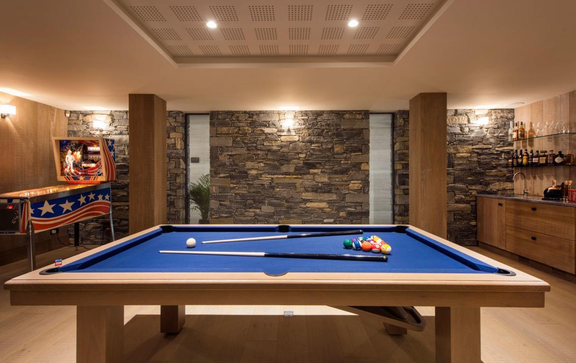 chalet-in-meribel-pool-table