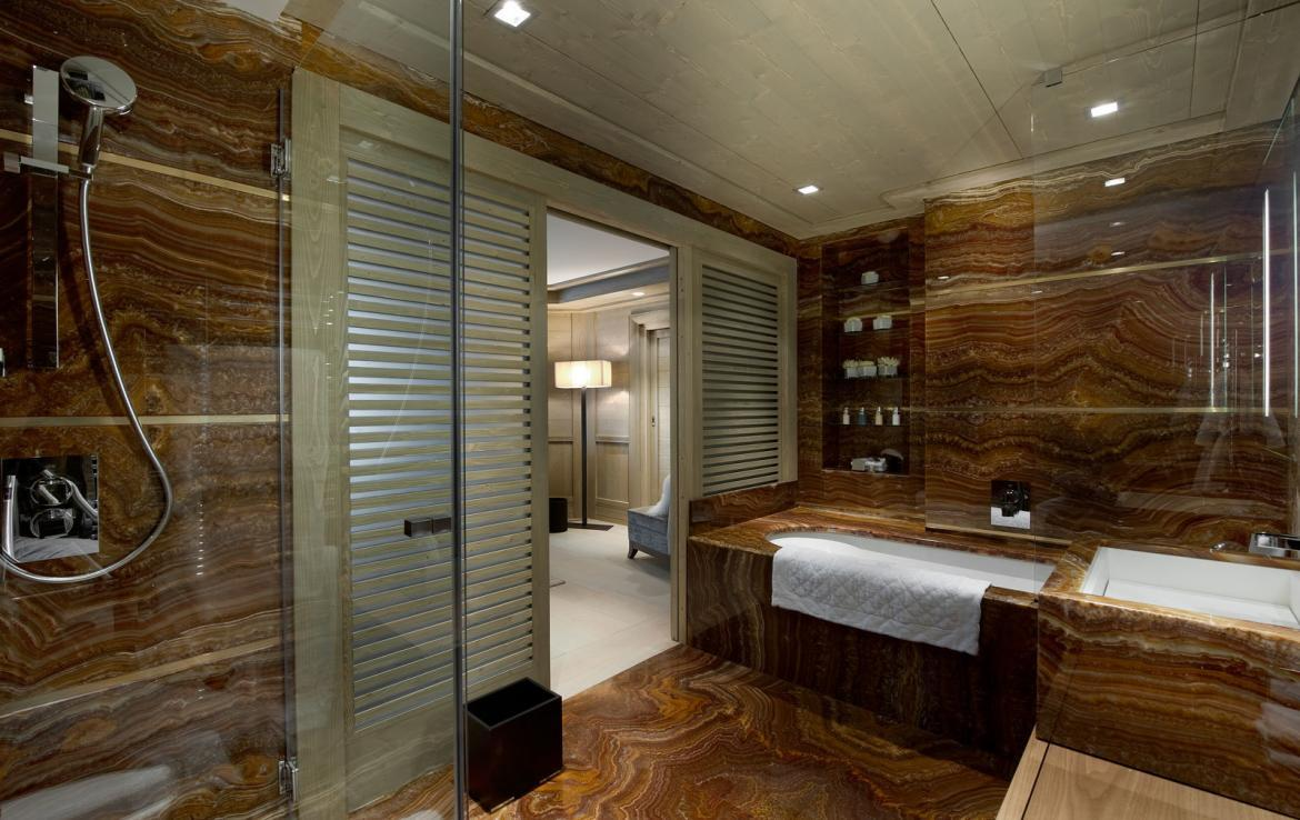 ultraluxe-badkamer-in-chalet-courchevel