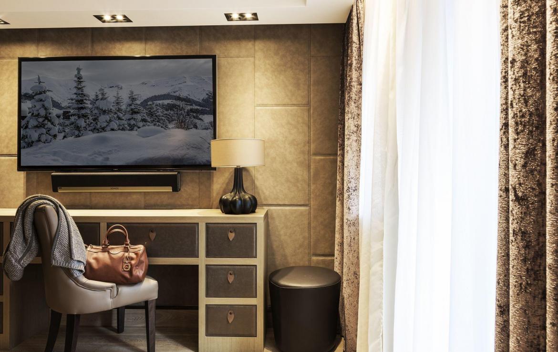 bureau master bedroom megeve